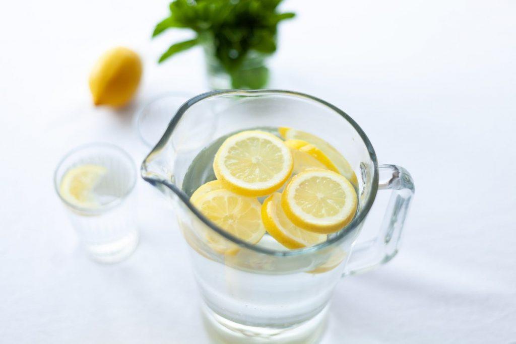 ikdienā dzert daudz ūdeni